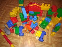 klocki i różne małe zabawki
