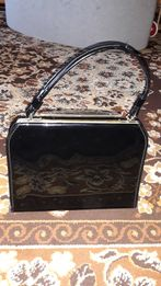 Torebka kuferek lakierkowa czarna