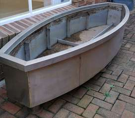 Planter box in stainless steel