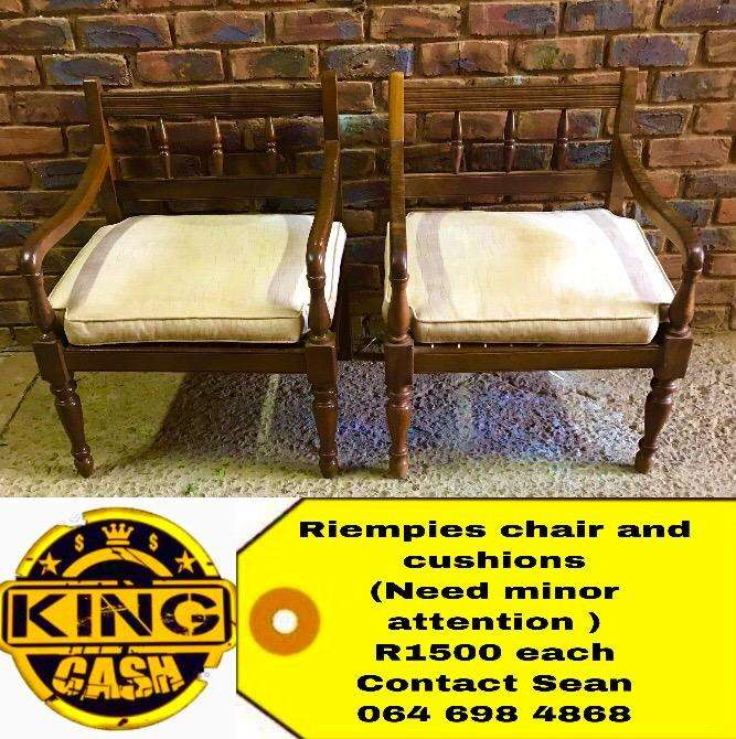 Riempies Antique chairs 0