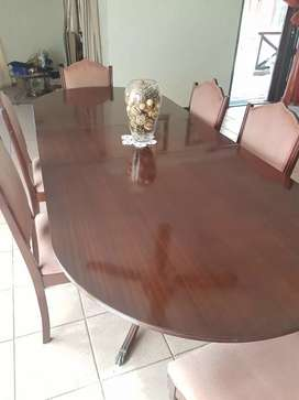 Diningrom suite: large table, 8 chairs + sideboard