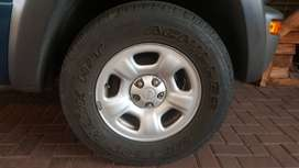 jeep cherokee sport tyres and rims x 4