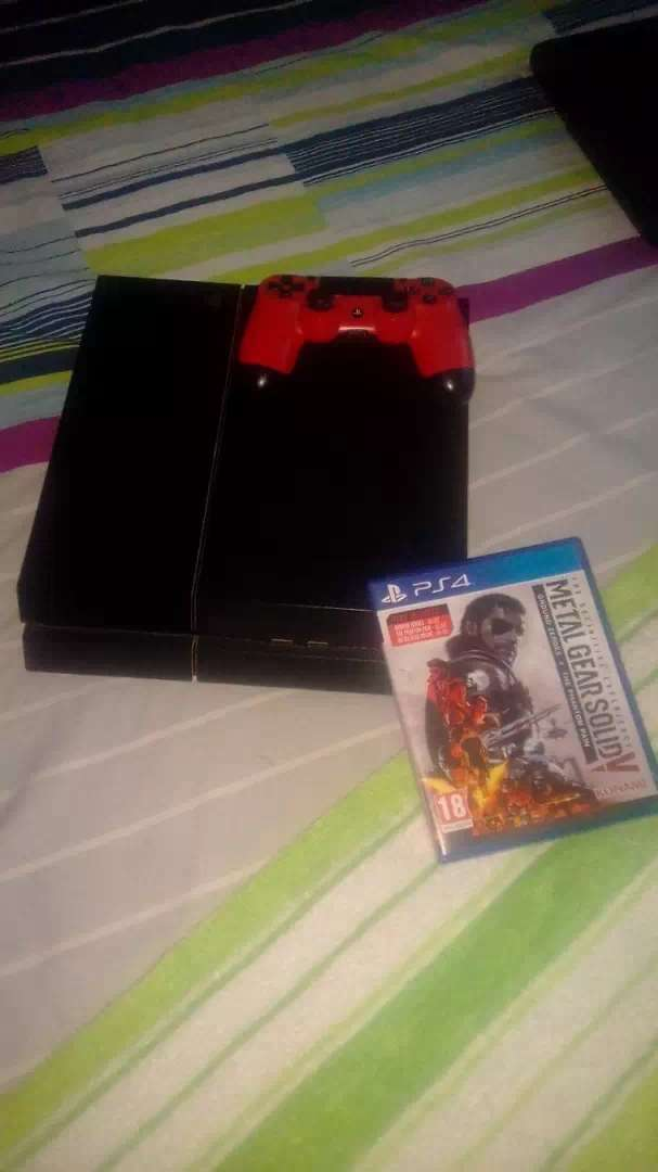 Am selling a ps4 0