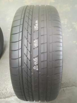 Good Used 245/45/R18 Goodyear Efficient Grip Runflat Tyre