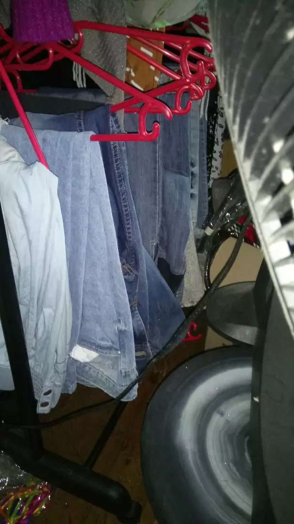 Selling good second hand clothes 0