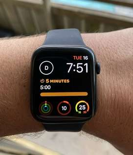 Apple Watch Series 5 44 mm Space Grey GPS Cellular (barely used).