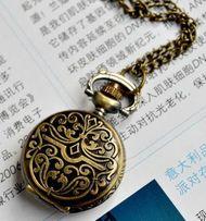 Женские часы-кулон на цепочке с орнаментом
