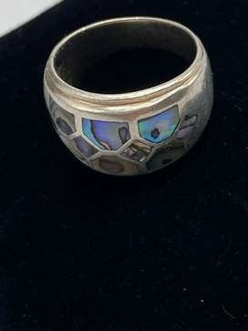 Sterling silver and Mother of pearl detail ring