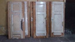 Zabytkowe drzwi z futrynami