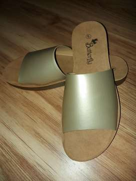 Fashionably comfortable Slip-on sandals *NEW