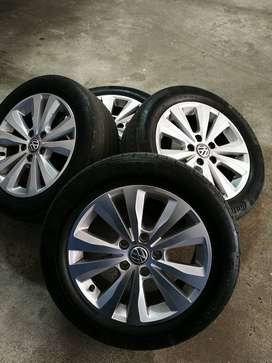 5 Vw original rims... With free used tyres.