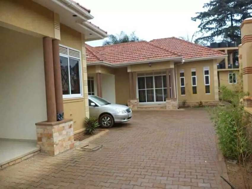 2 bedrooms Houses in Mutungo. 0
