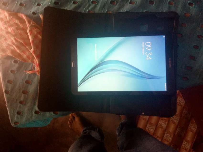 Selling Samsung tablet 0