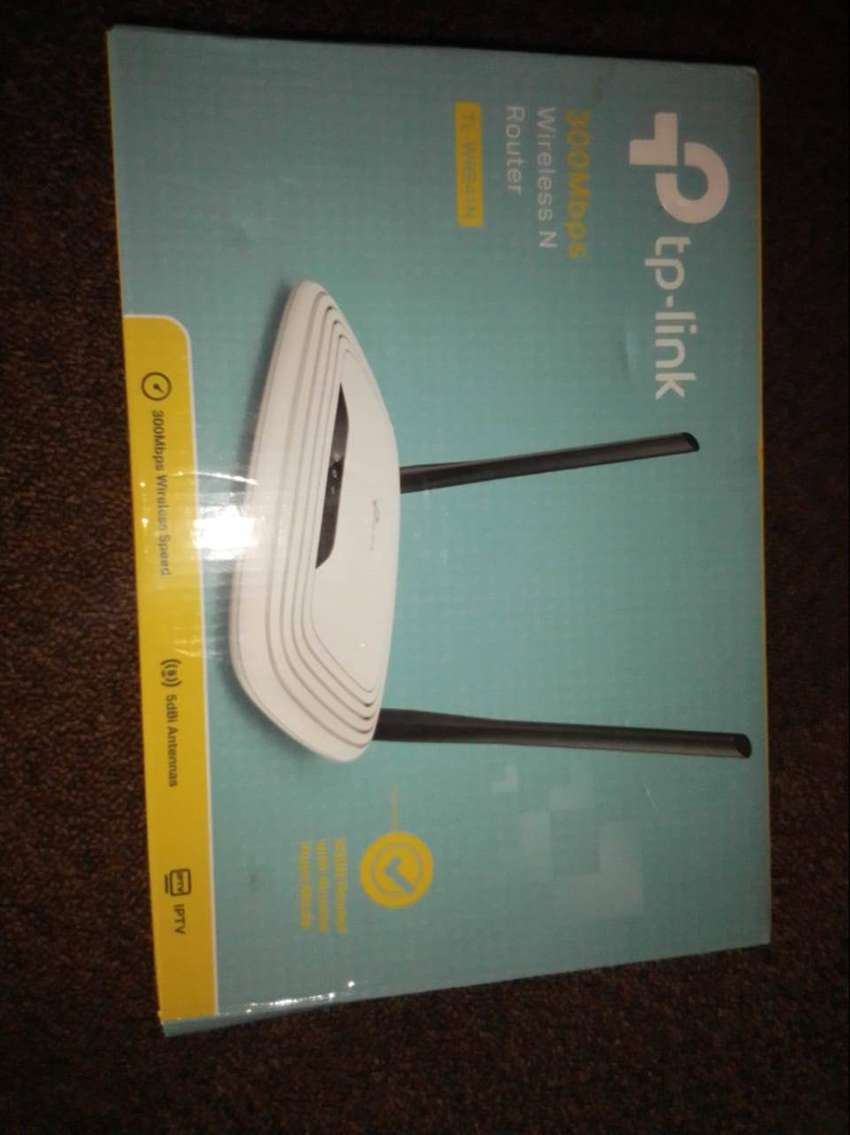 P Tp- link rooter x2 R 300 eace
