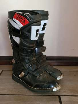 Gearne boots size 12