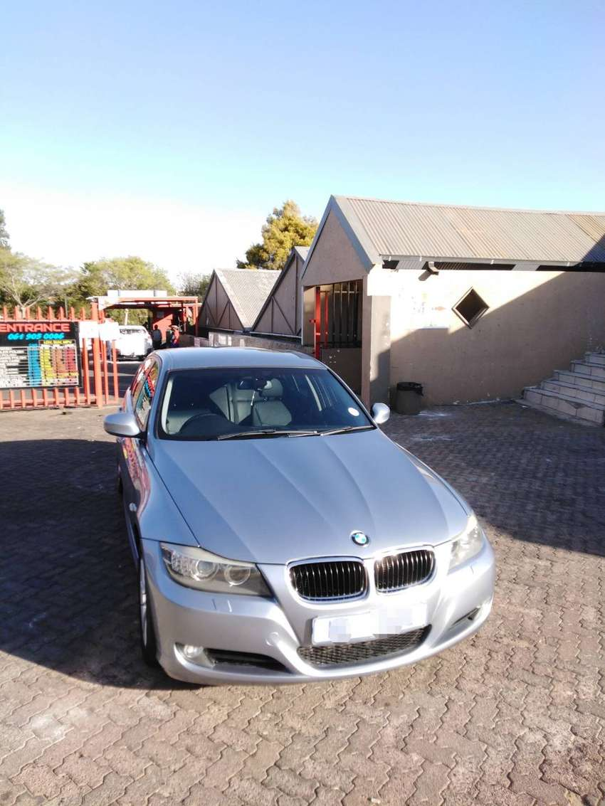 BMW 320d 2010 E90 Lci Steptronic auto excellent condition 0