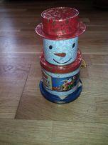 Коробка металлическая музыкальная Снеговик новая.