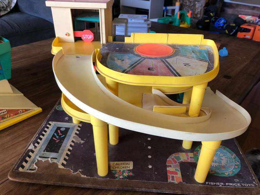Vintage fisher price airport and garage 0