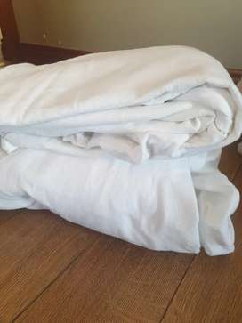 White winter single bed sheets x 2