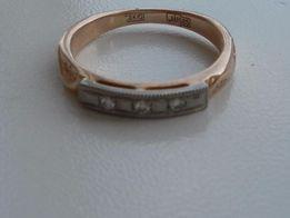 Золотое кольцо 585 пробы с тремя бриллиантами