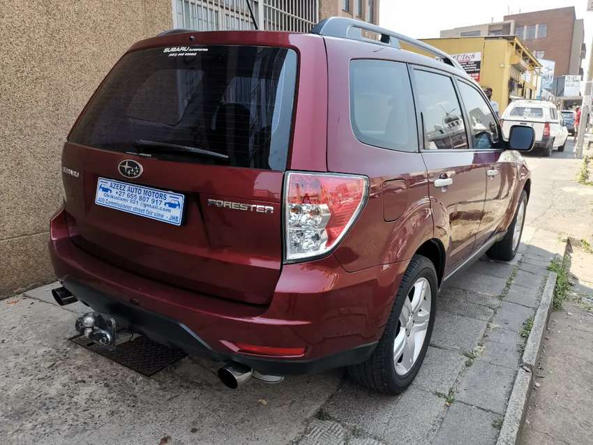 2010 Subaru Forester 2.5 automatic with leather seats and sunroof