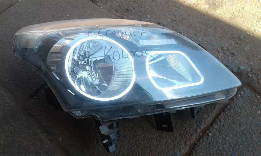 Renault Koloes SUV Right Headlight 0