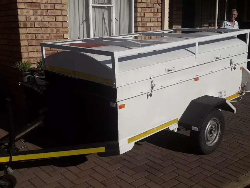 Trailer with roofrack 0