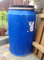 Продам бочки пластиковые с крышкой и обжимным обручем :170 л.-450 гр.