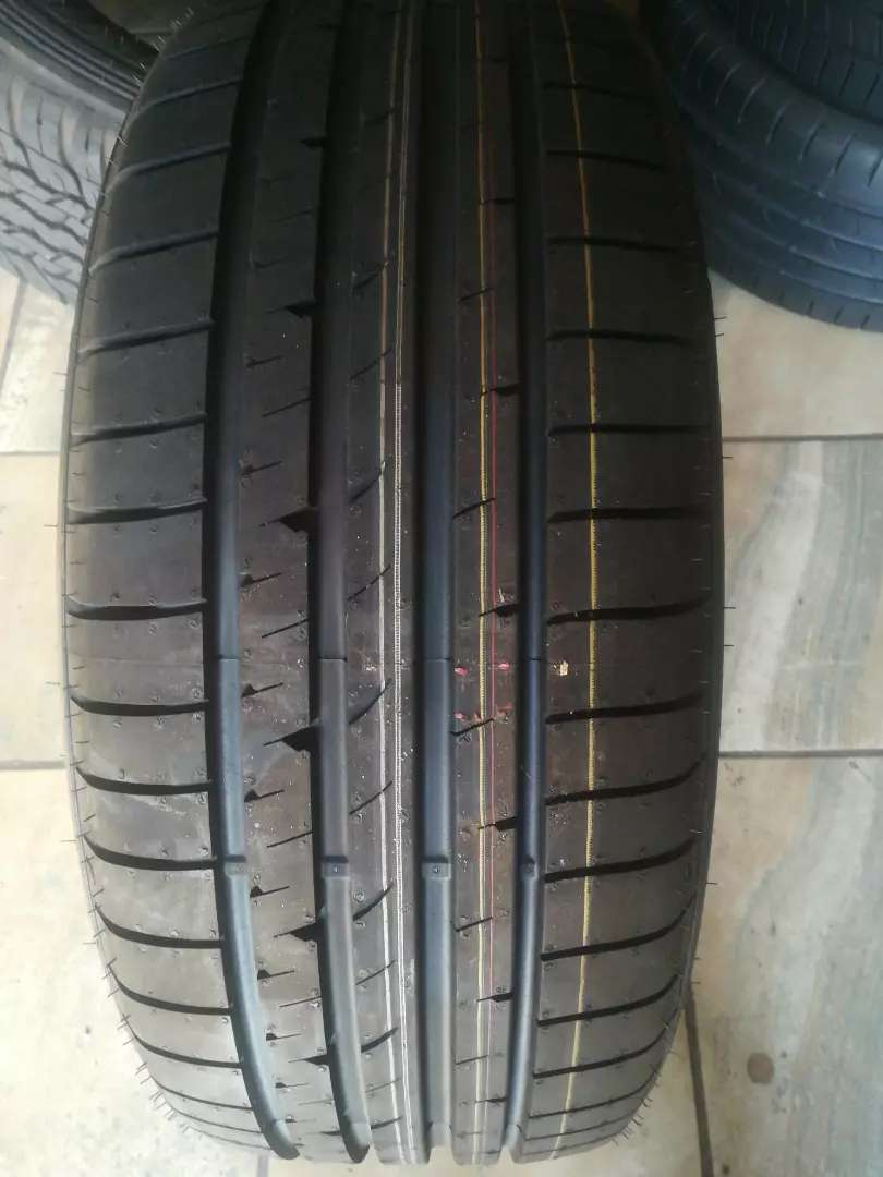 Goodyear Eagle 225/40/R19 Runflat tyres 0