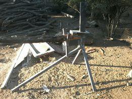 Тринога для розпиловки дров