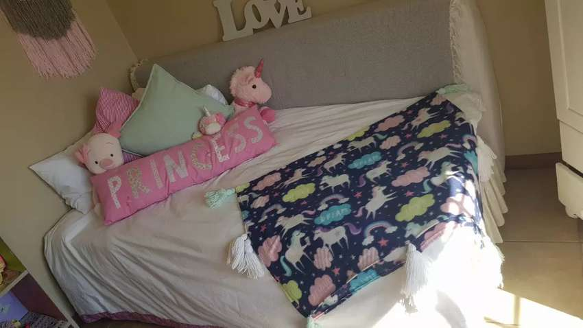 Single bed 0