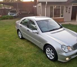 2006 Mercedes Benz c200 Manual 6 speed leather seats papers for sale