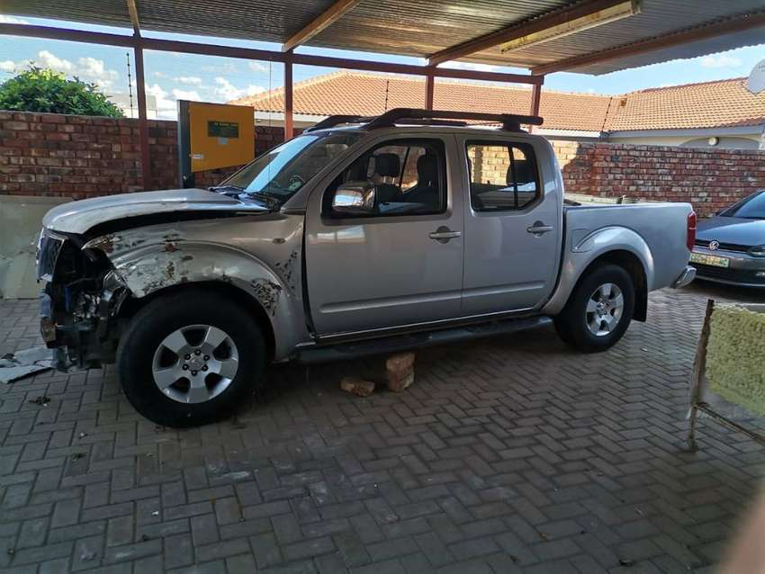 Used Nissan Navara double cab 2012 model fro sale