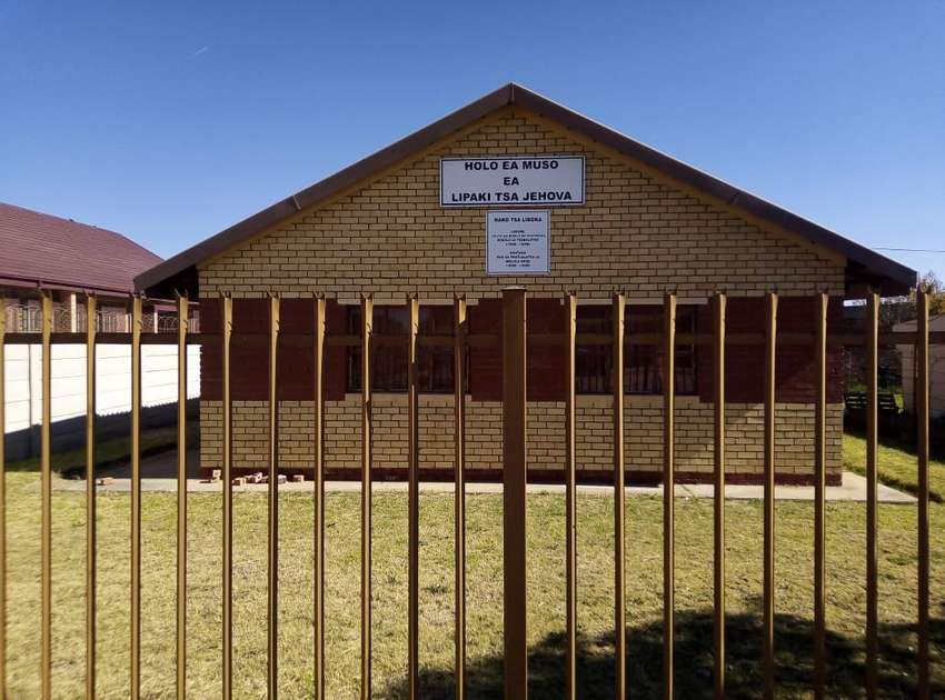 House for sale in Kutlwanong South 0