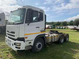 2010 Nissan UD390 Double Axle Horse