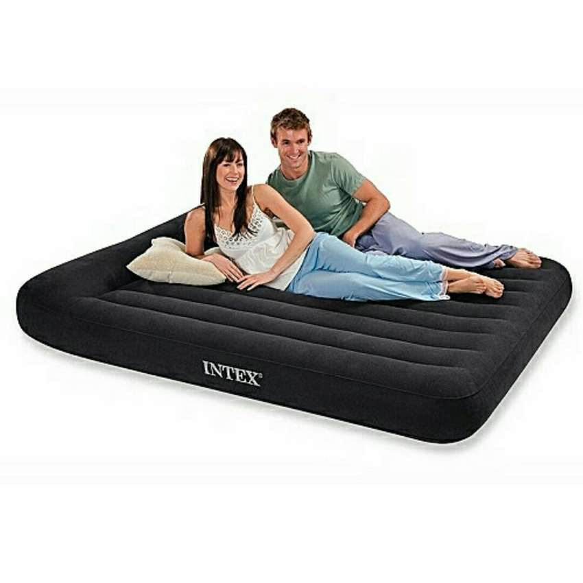 Inflatable double bed mattress with pump 0
