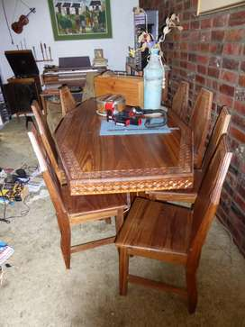 Diningroom table and 8 chairs