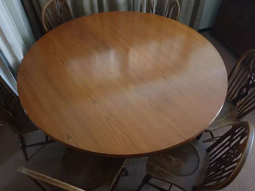 OAK DININGROOM TABLE,SIX CHAIRS AND WELSH DRESSER. 0