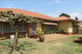 4 bedroom house with flatlet