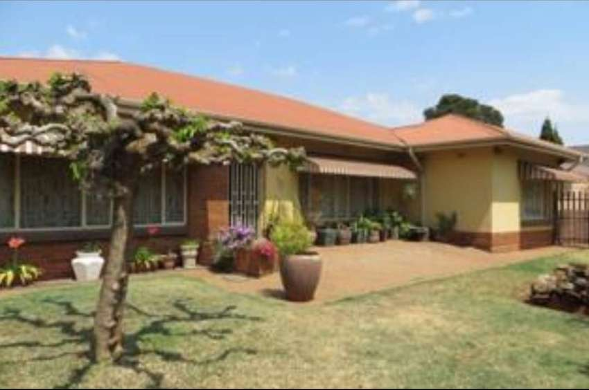 4 bedroom house with flatlet 0