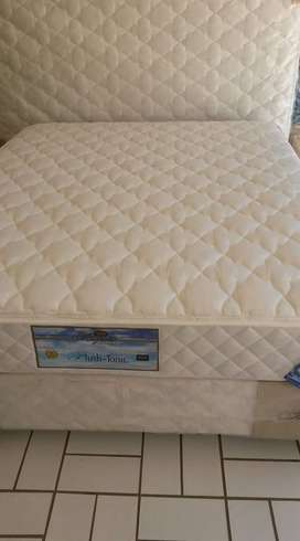 White Double Bed Sets Sealed Free Simmons Pillows