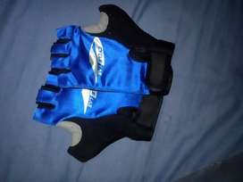 Hand gloves for gym.