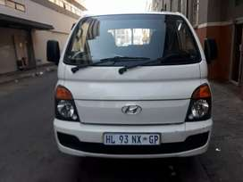 Hyndai h100 Bakie at low price good condition