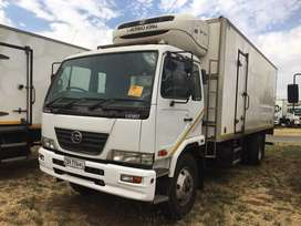 NISSAN UD80 WITH THERMOKING T600R FRIDGE