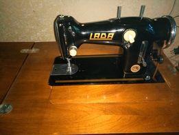 Продам швейную машинку Лада233 (ножная)- 600грн