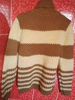 женский теплый свитер в полоску самовязка желто-коричневый володазка