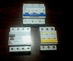32а и 80а, автомат, автоматический выключатель.