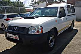 Nissan Np300 manual with canopy