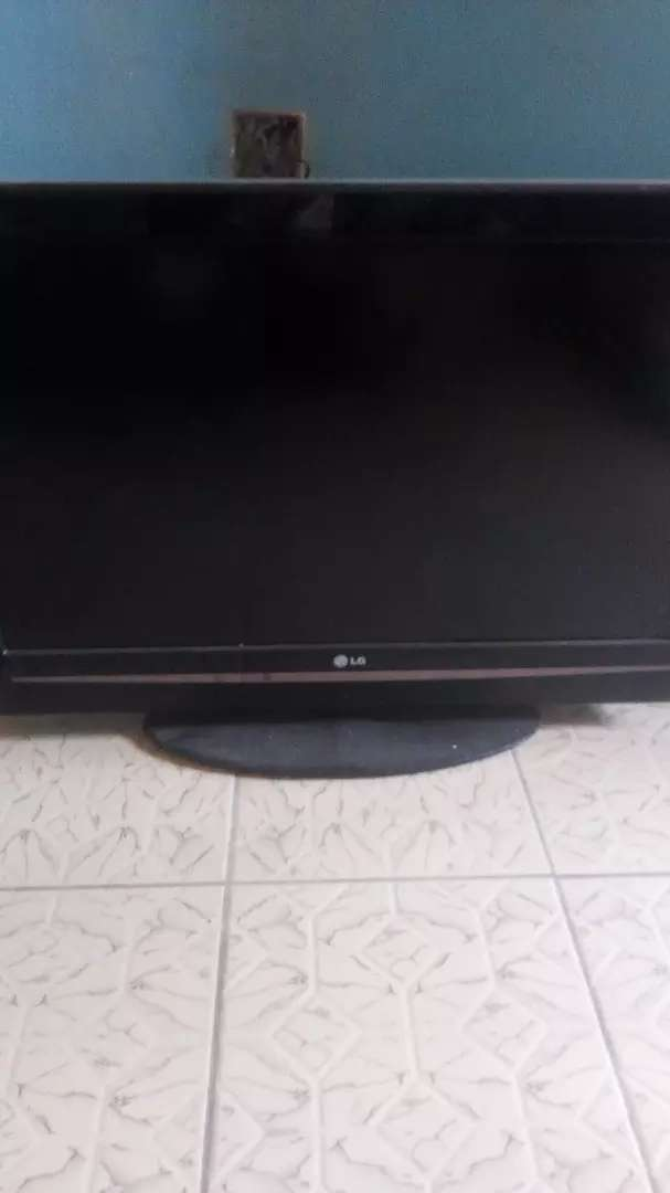 LG 32 INCHES LCD TV 0
