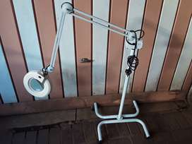Medical or Beautician Portable and Adjustable Examination Spot Light.